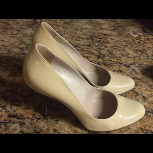Gucci Beige Vernice Patent Leather Round Toe Pumps